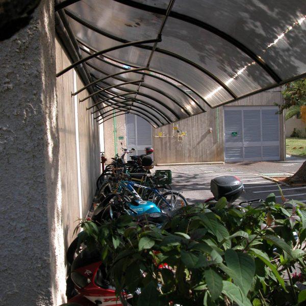 סוכך לקירוי חניית אופניים 2932